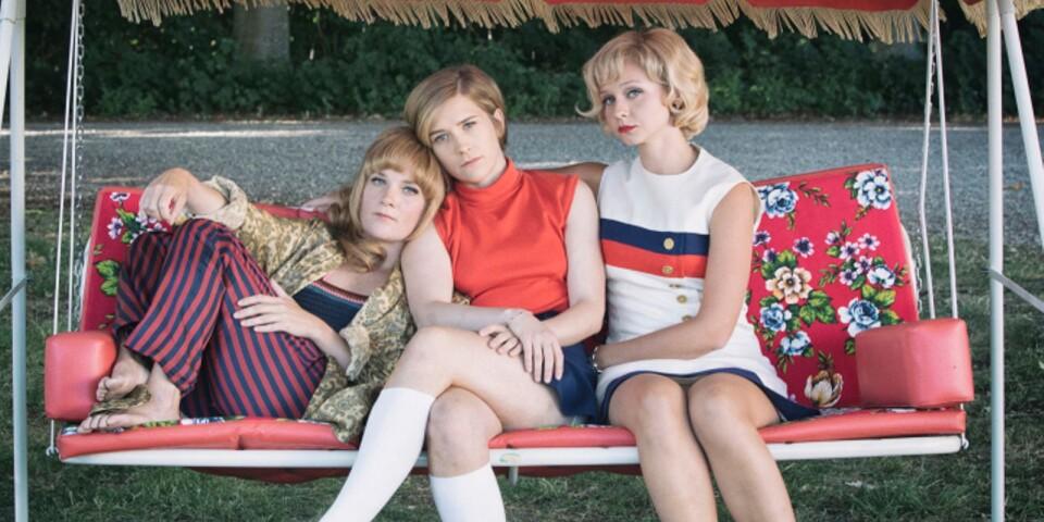 Mikaela Knapp (mitten) tillsammans med Maja Rung) och Annie Åström. I rollerna som Karin, Lottie och Ingela i Systrar 1968.