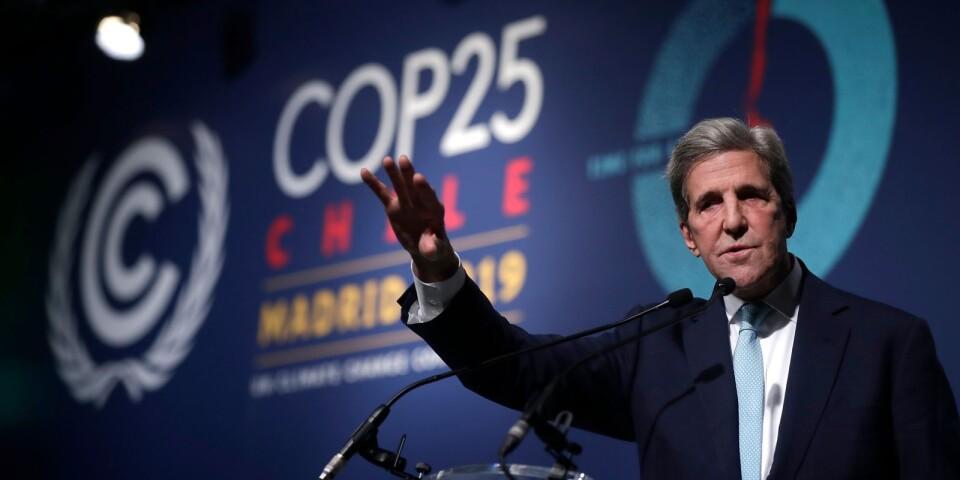 John Kerry, före detta utrikesminister för USA, talar under klimatmötet i Madrid.