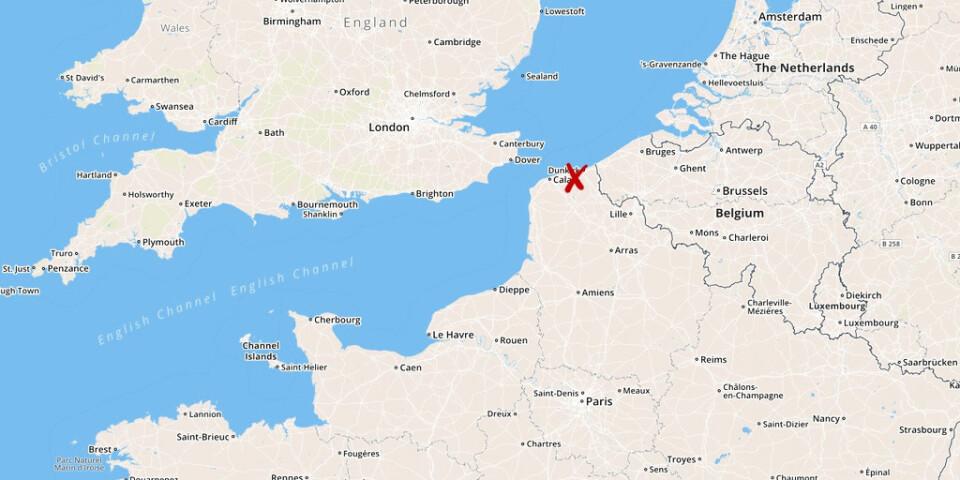Ett flyktingläger i Dunkerque töms av polisen.