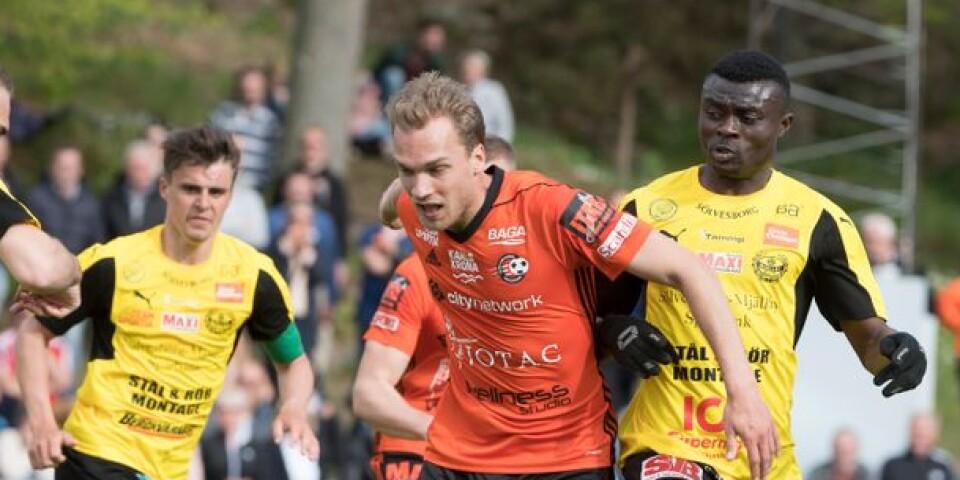 FK Karlskrona–Mjällby AIF från en match förra våren. I år slåss de båda igen om (förhoppningsvis) topplaceringar.
