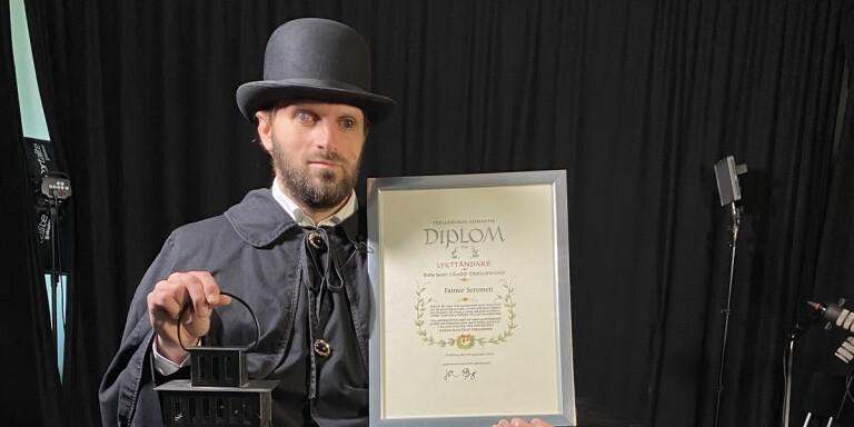 Fatmir Seremeti är årets lykttändare. Ceremonin spelades in i förväg.