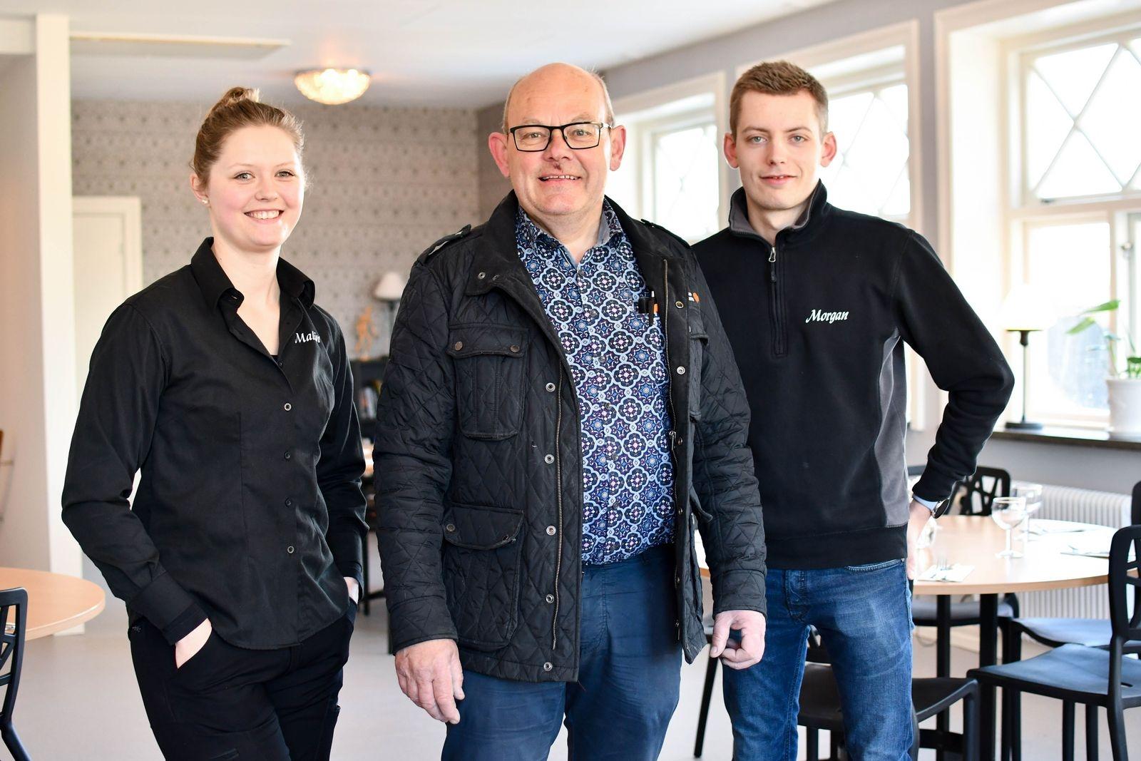 Syskonduon Malin och Morgan Malmberg är glada över att vara på plats med sitt Torget 6 i Folkets park och fastighetsägare Ingvar Gustafsson (i mitten) är nöjd med att ha dem på plats.