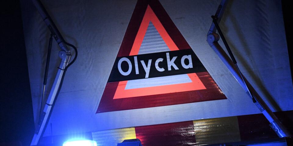 En lastbilschaufför har häktats misstänkt för brott efter en dödsolycka utanför Älvsbyn. Arkivbild.