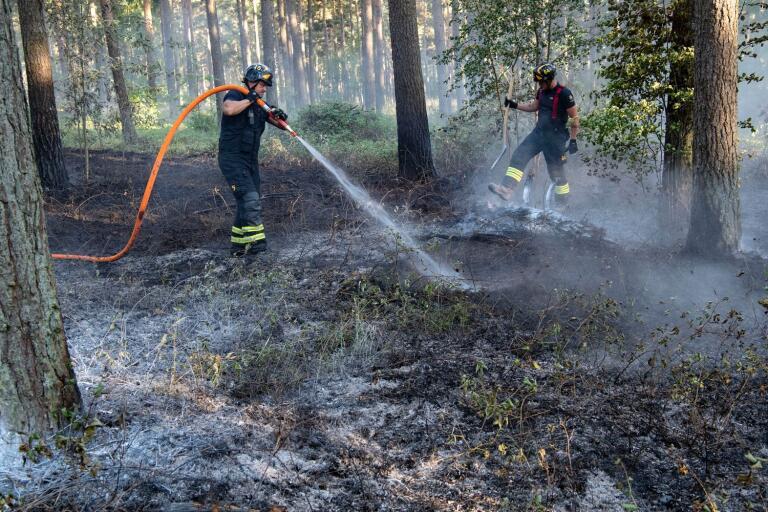 Räddningstjänsten kan få släcka många bränder de kommande dagarna om inte sjuhäringarna tar det försiktigt.