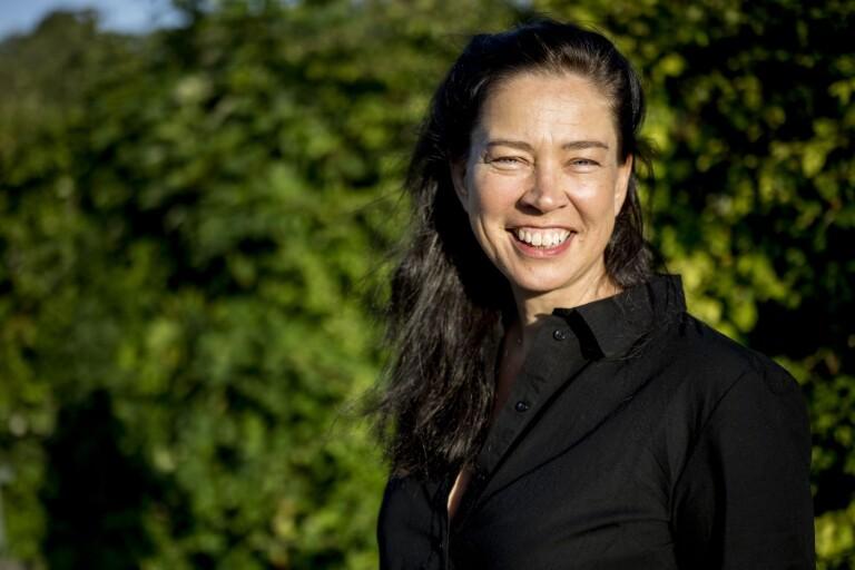 Bokradions Marie Lundström byter roll, från kulturjournalist till debuterande författare. Hon skriver skickligt om kärlekstörst, sorg och vardaglighet.