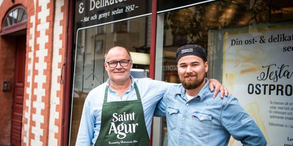 """""""Butiken ligger folk varmt om hjärtat. Folk kommer hit för att det är unikt"""", säger Thom Persson med sonen Joel."""
