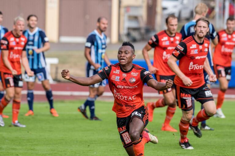 Enoch Adu har haft svårt att platsa i FK Karlskorna