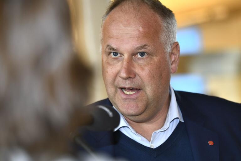 Jonas Sjöstedt (V) hoppas locka M och KD med möjlighet till nyval.