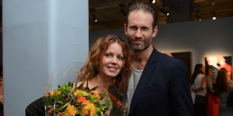 Åsa Sjöström tog emot årets Lars Tunbjörkpris. Här tillsammans med sin sambo Anders Bengtsson