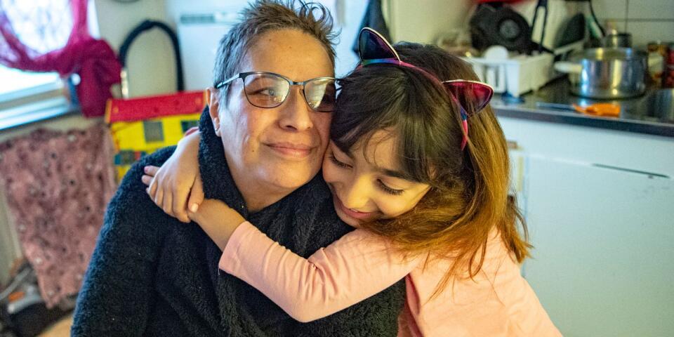 جميلة أبو طارق وابنتها حصلا على تصريح إقامة بعد عشرة سنوات انتظار في السويد.