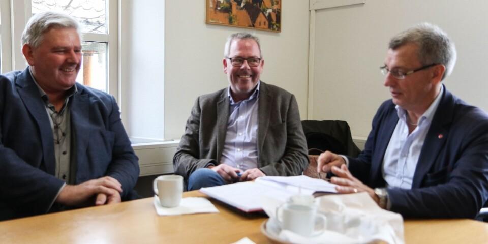 Kommun- och polisledning är överens om medborgarlöftena. Oppositionsråd Anders Johnsson, polisområdeschef Mats Cronhag och kommunalråds Karl-Erik Olsson.