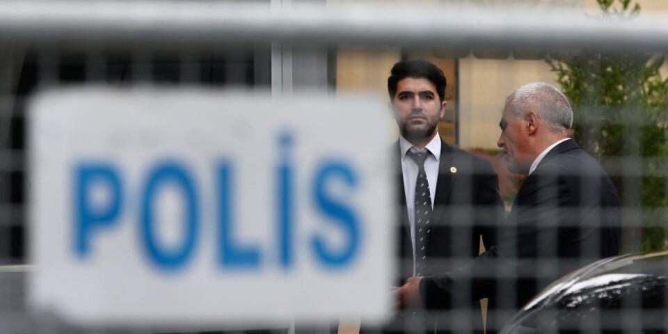 Säkerhetsvakter utanför Saudiarabiens konsulat i Istanbul.
