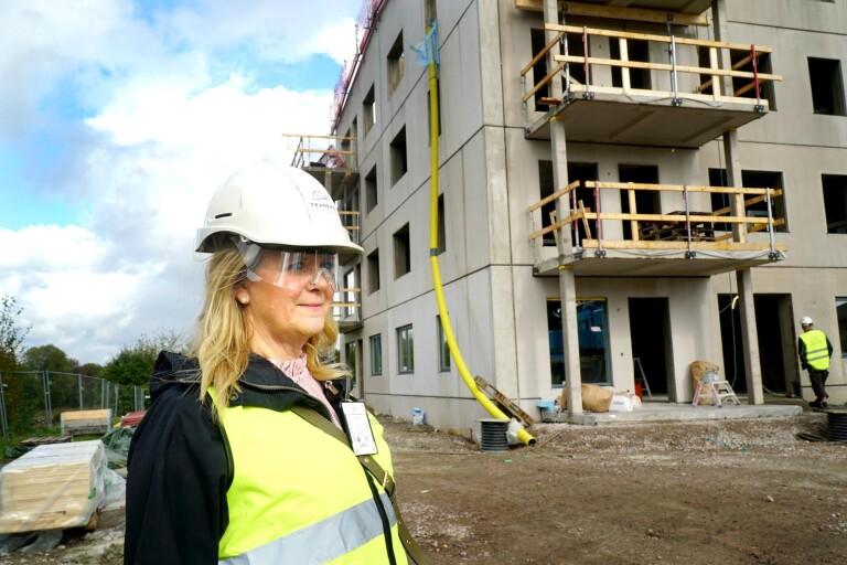 Häng med upp på fjärde våningen – i nya lägenhetshuset i Länghem