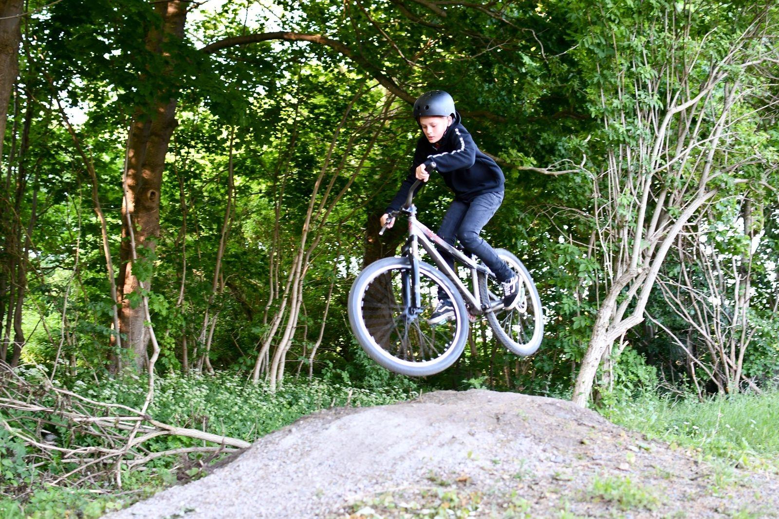 Adrian Pålsson är en annan av MTB-skolans duktiga cyklister.