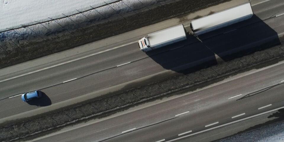 """Olyckor med fordon dominerar statistiken över antalet dödsfall på arbetsplatser. """"Vad gäller lastbilschaufförer har Arbetsmiljöverket mycket att göra"""", säger utredaren Kjell Blom."""
