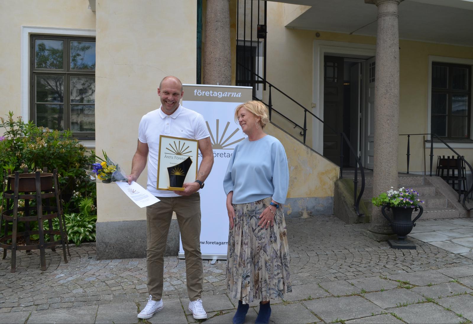 Ulf Åström tog emot priset som Årets företaget från landshövding Maria Arnholm.