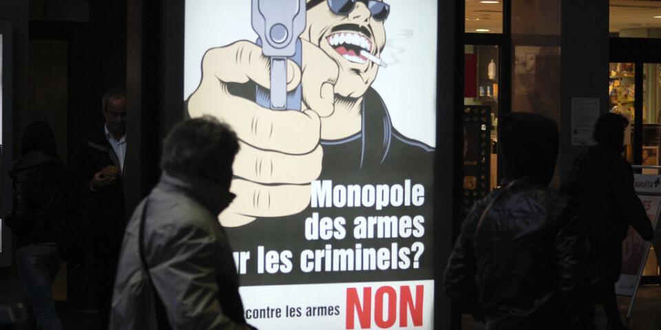 """""""Ska vi ge vapenmonopol till de kriminella? NEJ"""", stod det på en affisch inför omröstningen i Schweiz som hölls på söndagen."""