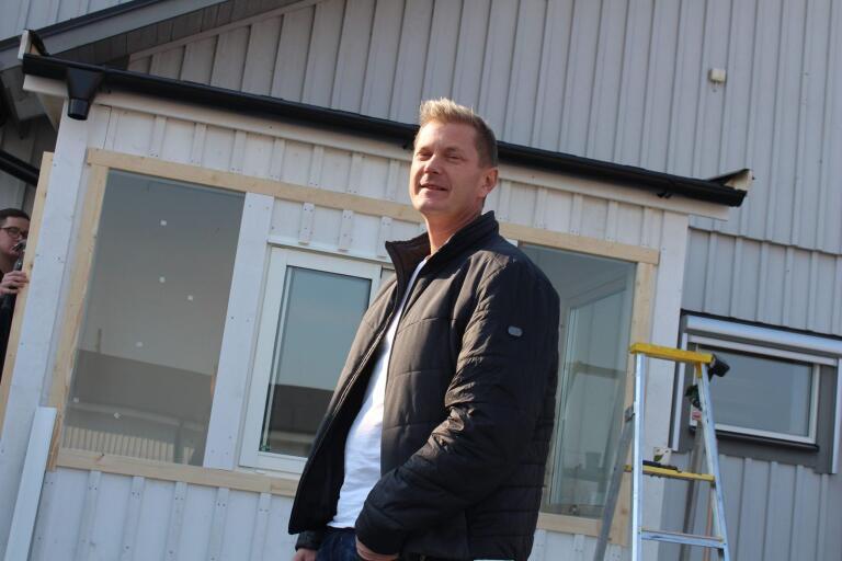Gillis Dahlström bygger drive in på Arontorps kroppkakor.
