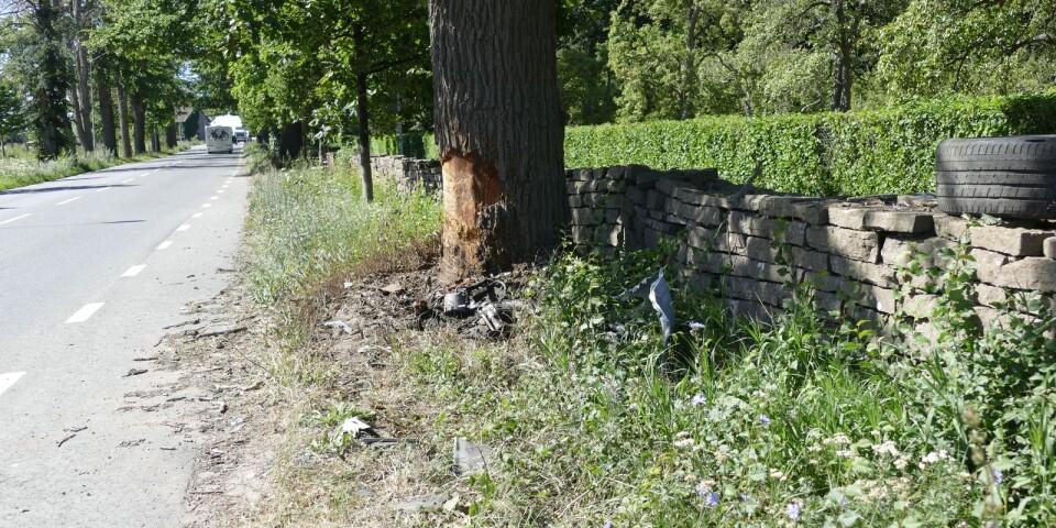 Efter rånet kraschade bilen in i ett träd strax söder om Borgholm.