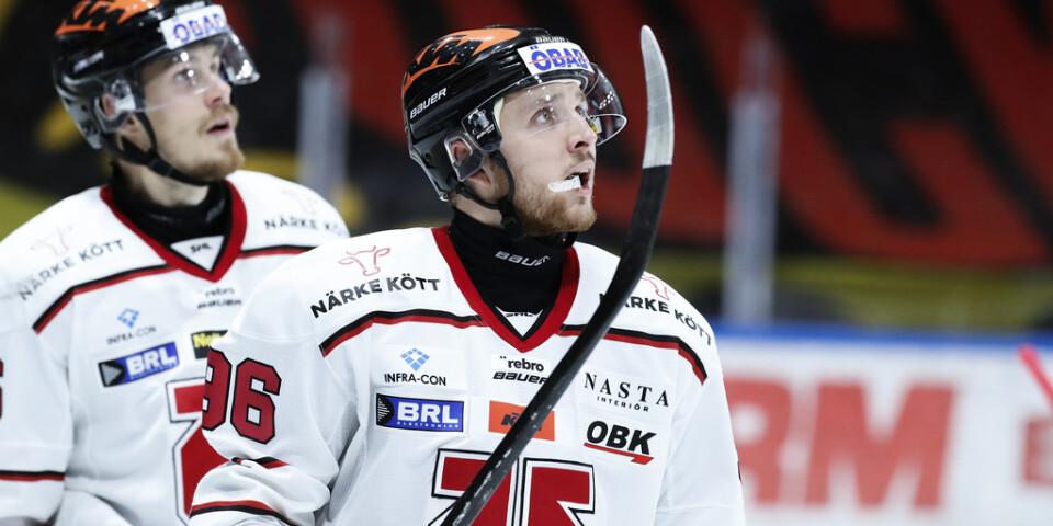 Örebroforwarden Emil Larsson stängs av fem matcher för en huvudtackling mot Oskarshamns Oscar Sundh. Arkivbild.