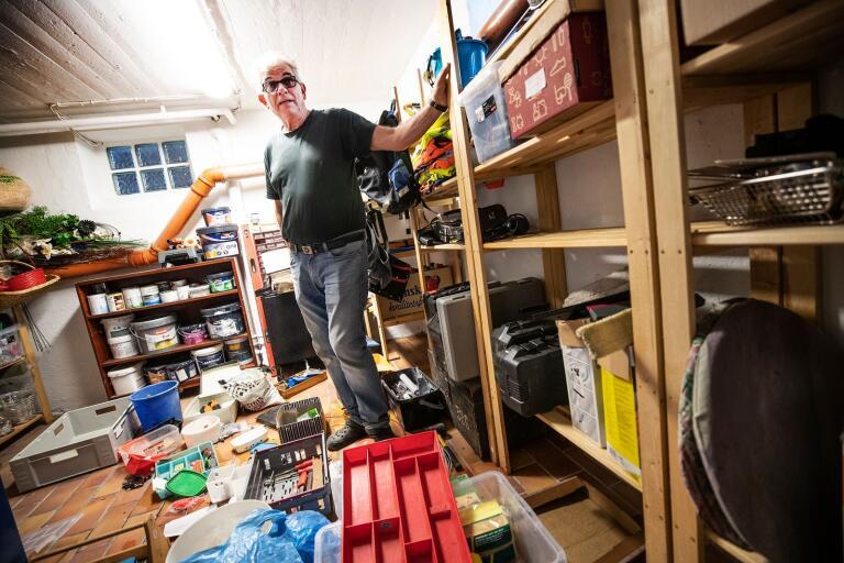 I Krister Hanssons källare blev det kaos när vattnet kom in. Allt som stod på golvet blev blött.