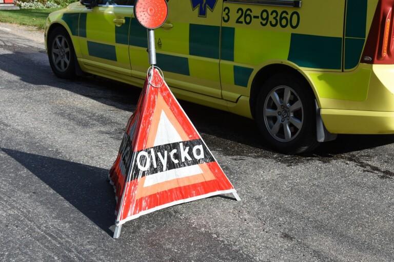 Bilar i olycka – rattfull förare fick poliseskort till sjukhus