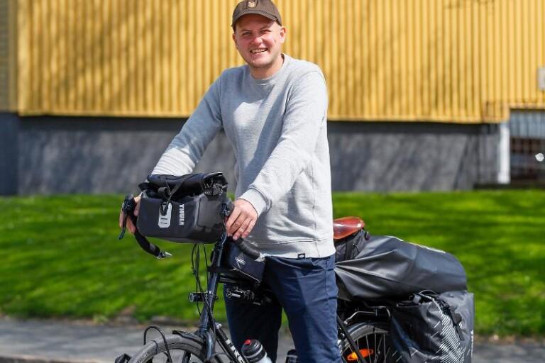 Fredrik ska cykla till andra sidan jordklotet