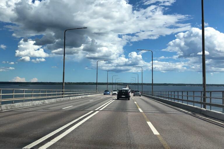 Ruta på buss krossad i farten på Ölandsbron – passagerare blev vittnen