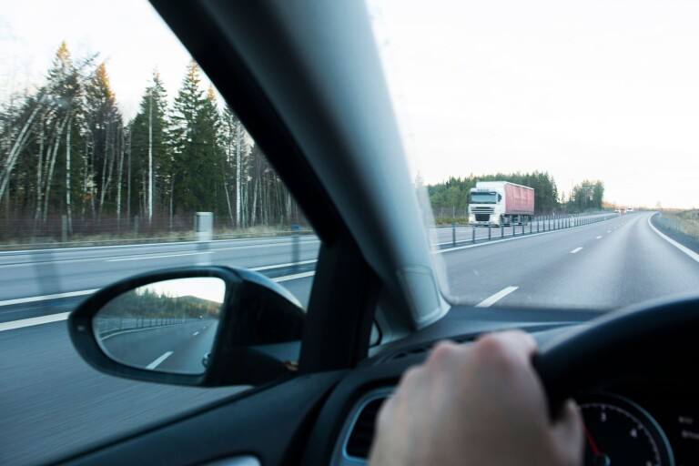 Vinglande fordon på E22 – föraren betalade räkningar
