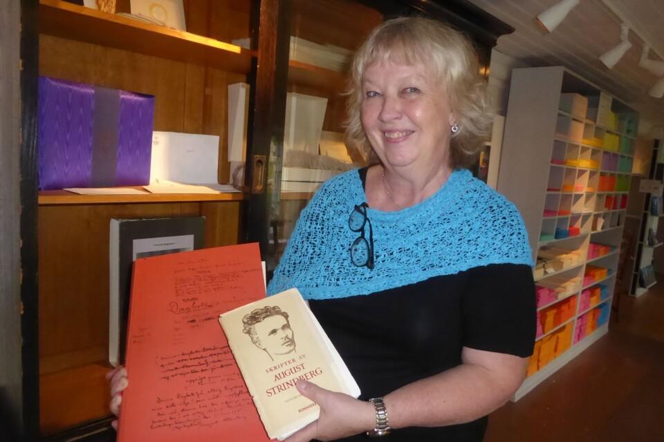 August Strindberg är en av flera stora författare vars böcker trycktes på Lessebopapper, berättar Christina Gutiérrez Malmbom, VD på Bildningsbruket.