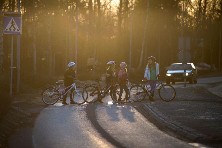 En generell tumregel säger att barn är mogna att cykla i komplicerad trafikmiljö när de är 11-12 år. Men barnets individuella utveckling är avgörande, liksom den specifika trafikmiljön som barnet hamnar i.