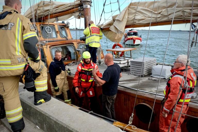 Tv: Här lämnas den nödställda båten i hamn