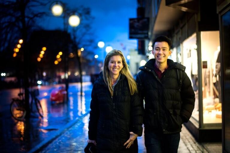 Malin Fahlborg med ensamkommande Hamid Akbari i Kristianstad.