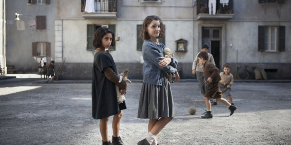 Ludovica Nasti som unga Lila och Elisa Del Genio som unga Elena.