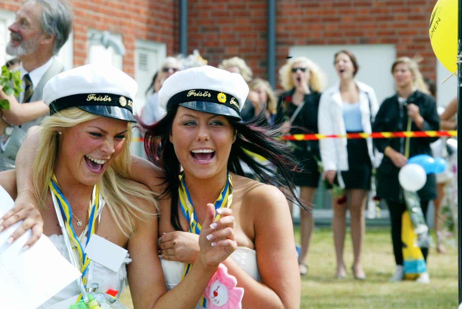 Lyckliga studenter på Lars Kaggskolan 2008.