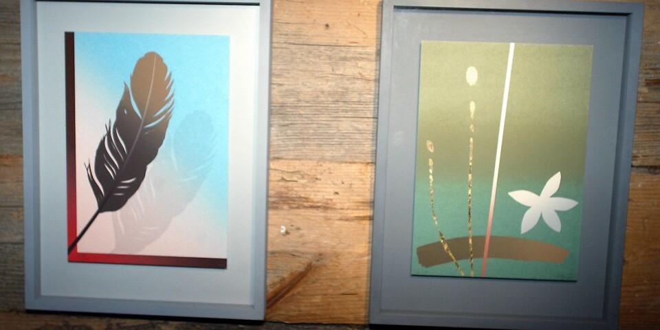 Två av Curt Hillfons bilder under en utställning i Blekinge.