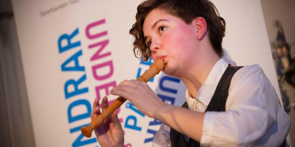 16-åriga blockflöjtisten Alex Gullberg underhöll publiken med en solosonat från 1800-talet.