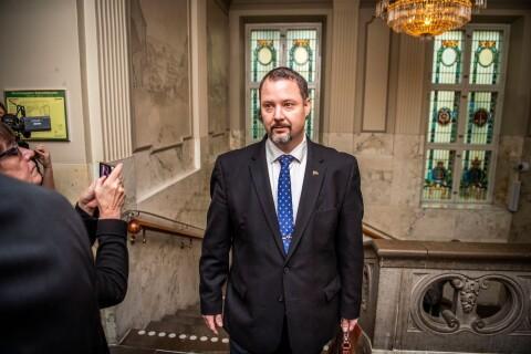 Nervös Christopher Larsson i rätten
