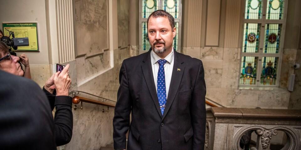 Det var en sammanbiten och nervös Christopher Larsson (SD) som under torsdagen stod åtalad för hets mot folkgrupp.