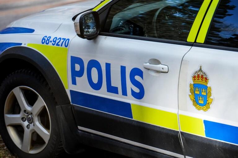 Brott: Öppnade för grannen – blev slagen i ansiktet