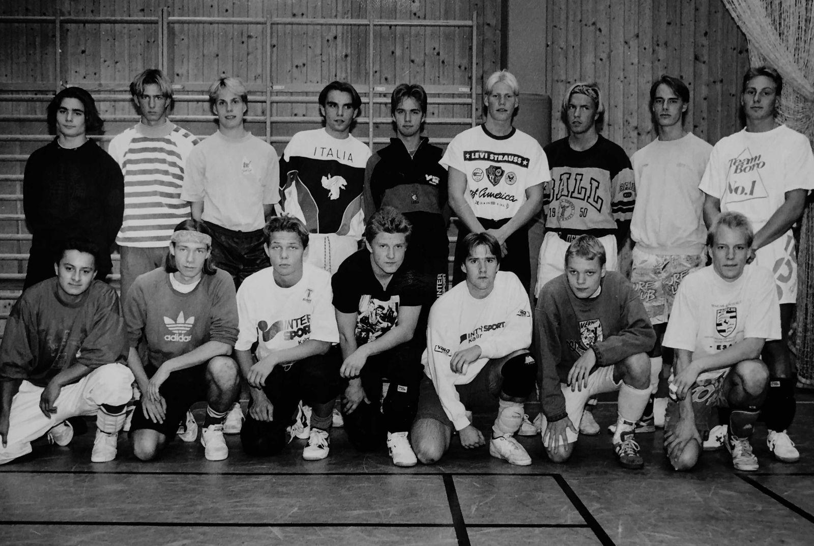 Lagbild på Staggs killar från ett stort reportage i Barometern-OT:s ungdomsbilaga åXå inför rugbyn 1992.