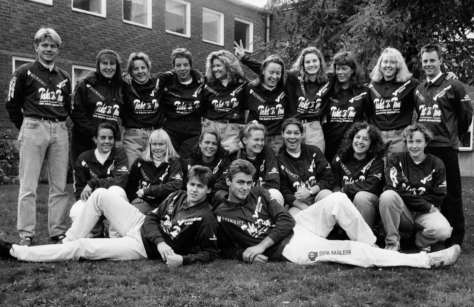 Lagbild på Kaggs tjejer från ett stort reportage i Barometern-OT:s ungdomsbilaga åXå inför rugbyn 1992.