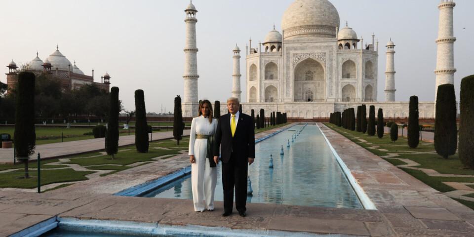 Trump och USA:s första dam Melania Trump besöker Taj Mahal under sin Indienresa.