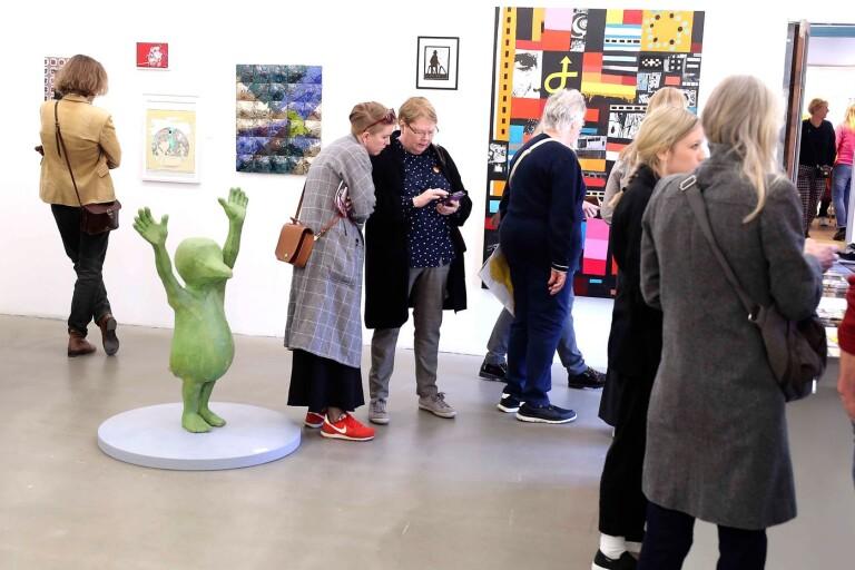 På konstrundan i fjor återvände publiken efter ruskvädret på rundan 2018. Här Tjörnedala konsthall under långfredagen för snart ett år sedan.