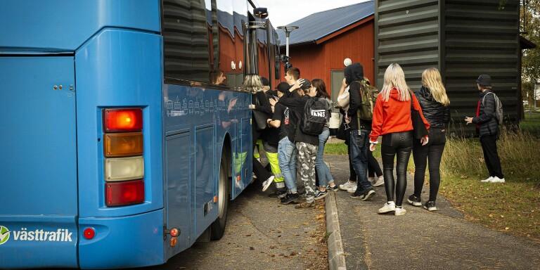 Västtrafik oroas över att trängseln ombord på bussar och annan kollektivtrafik kan öka i höst.