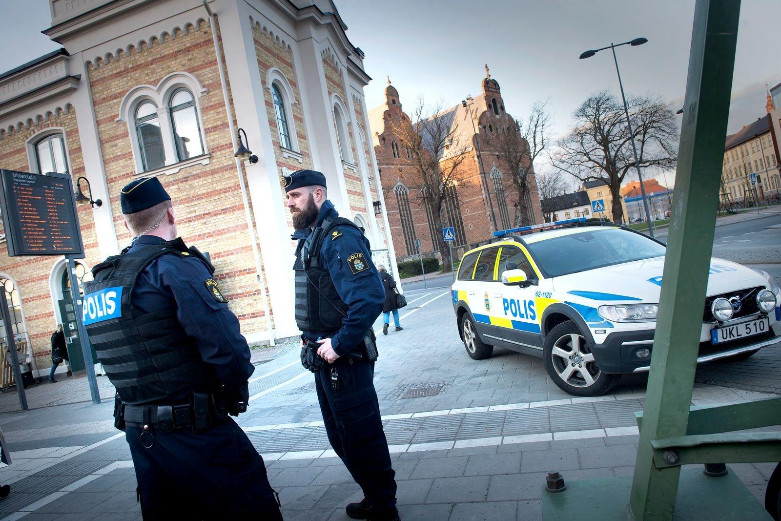 Fler poliser måste synas i stan.