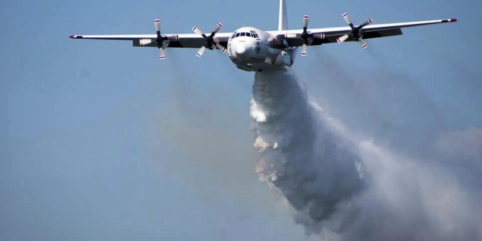 Ett av de Herculesplan som används för brandbekämpning i Australien. Arkivbild från australiska Rural Fire Service.
