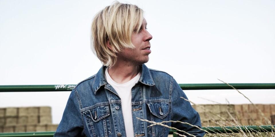 """""""Dennis Hollström & the Ponies"""" släpptes en ny låt under fredagen."""