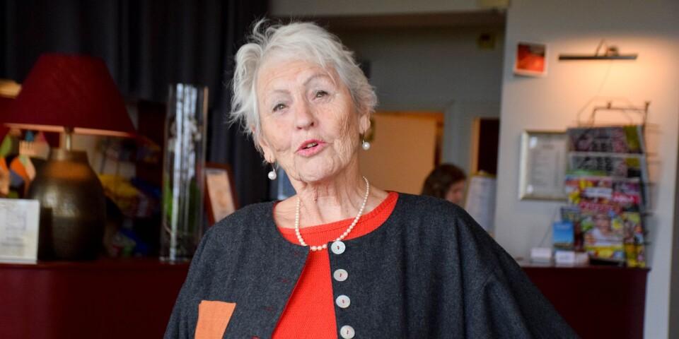 Anita Brännvall vill uppmana alla seniorer att stötta varandra för att bryta ensamheten i isoleringen som kan uppstå till följd av coronaviruset.