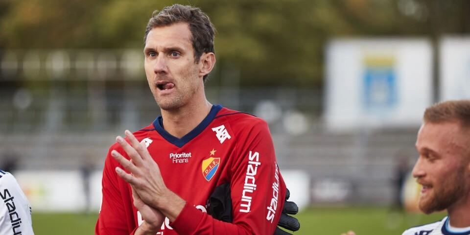 Andreas Isaksson när han var tillbaka på Vångavallen den 22 september förra året, när Djurgården mötte TFF i allsvenskan. Det blev hans sista match på Vångavallen.